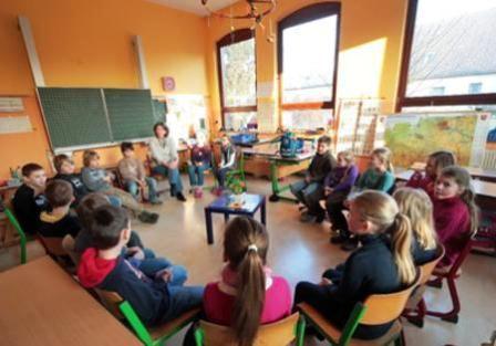 Stuhlkreis schule  Kinder füllen Schule wieder mit Leben :: CJD Elze